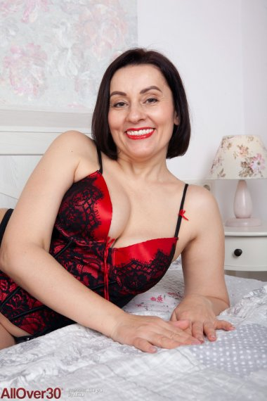 Mature housewife Allegra That Sultry Smile