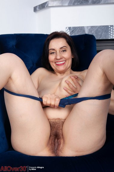 Allegra mature housewife playing with her hairy pussy