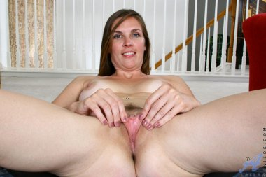 Brunette mature cougar Laila playing with herself