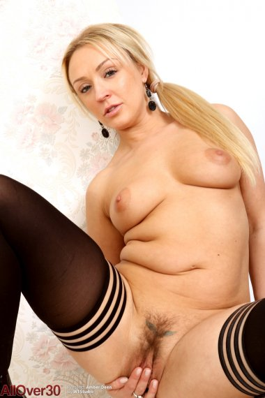 Blonde hot MILF Amber Deen shows off her unshaved pussy