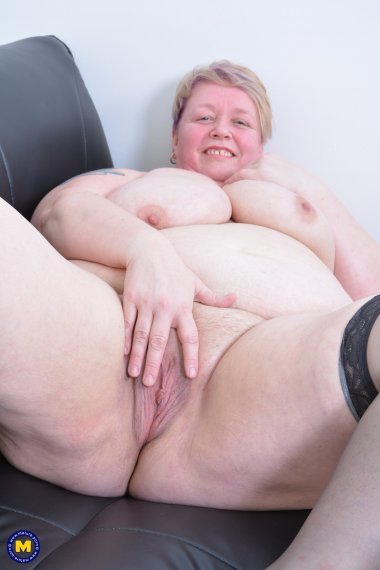Big british mature BBW playing with herself