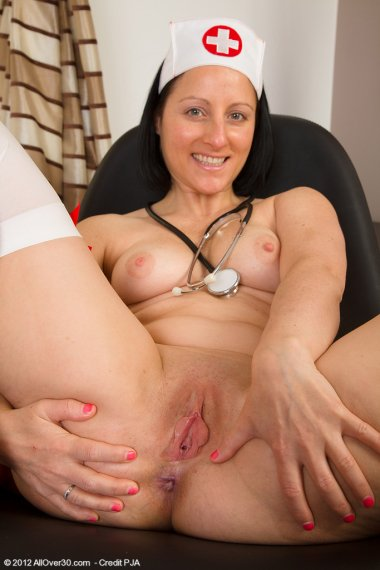 39 year old brunette Amber L wants you to check her temperature