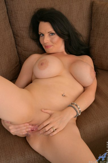 Canadian MILF Stacy Ray shows off her shaved pink pussy