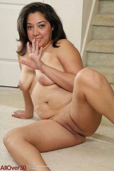 Kimberly Henessey Curvy MILF