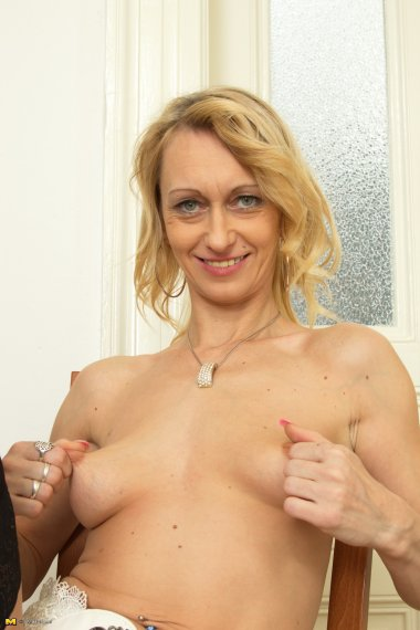 Hot blonde housewife getting her groove on