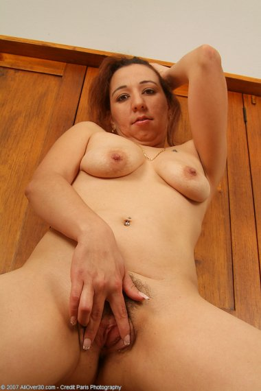 Cynthia flaunts her naked body for the camera after cleaning all day