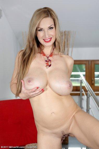 Stunning and Busty Carol Gold